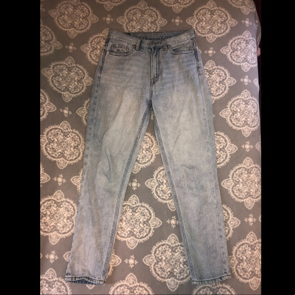 American Eagle Outfitters Denim - LIGHT WASH AMERICAN EAGLE MOM JEANS